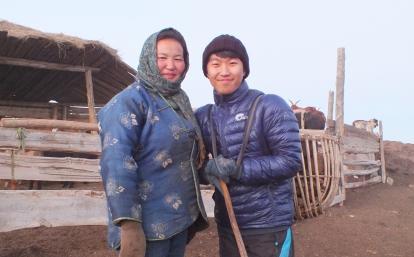モンゴルの大草原で遊牧民生活を体験する日本人ボランティア
